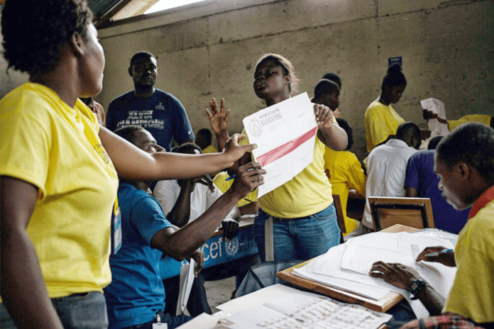 haiti-counting-ballots-officers-in-control