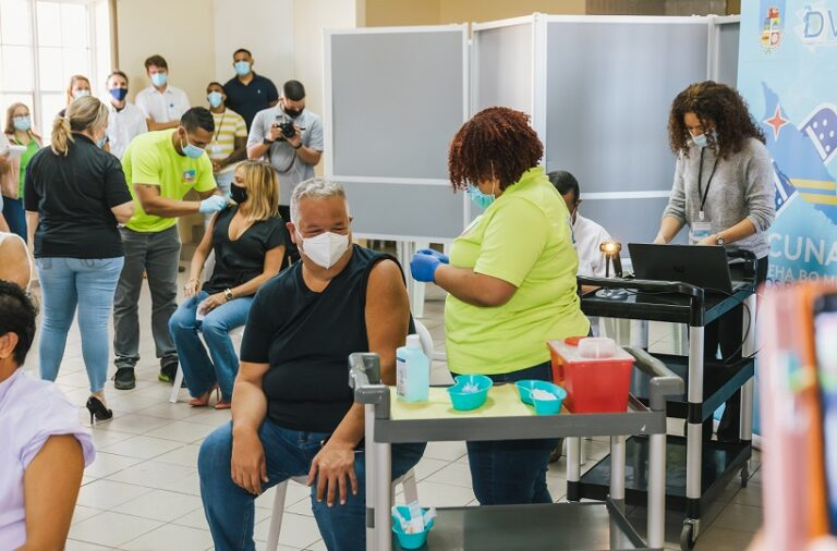 Aruba-1st-Vaccination-20-768x506